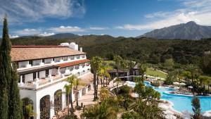 """El enclave del The Westin La Quinta Golf Resort & Spa: en el centro del conocido """"Valle del Golf"""" de Marbella, rodeado de las colinas de Sierra Blanca."""
