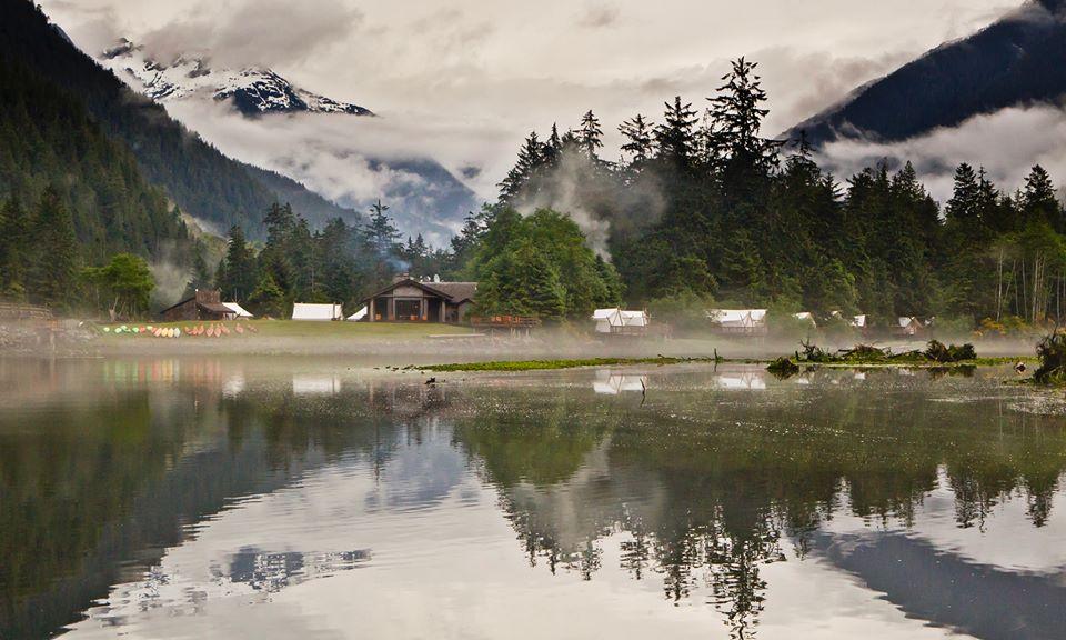 Tiendas de campaña en un entorno espectacular y con el sello Relais & Chateaux es lo que ofrece este campamento en la isla de Vancouver.