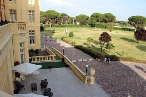 El balneario está rodeado por 80.000 metros cuadrados de jardines y espacios naturales.