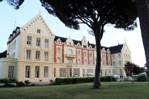 El hotel tiene 64 habitaciones amplias, muchas de ellas con terraza.