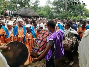 Etiopía: no faltan el sonido de los keberos, tambores cónicos de dos cabezas.