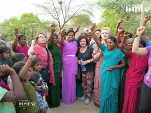 Grupo de viajeras con mujeres de la India.