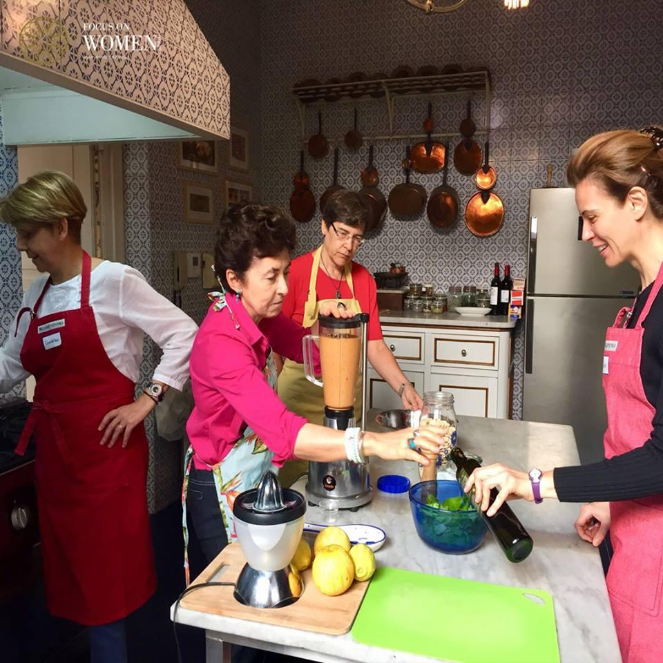 En Sicilia, entrar en la cocina de una siciliana y aprender con ella una receta local.