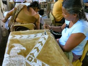 En Sri Lanka los viajeros conocen desde mujeres artesanas...