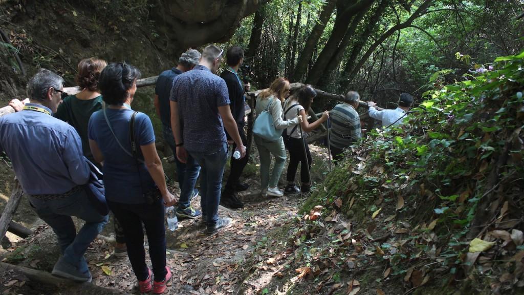 Con el objetivo de apasionar a adultos y niños por las geociencias y transmitir el entusiasmo por la investigación y el descubrimiento de la geología.