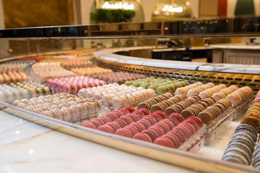 Despliegue de colores y sabores en 86Champs, de uno de los grandes de este dulce, Pierre Hermé.