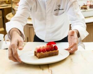 Para cada uno de sus creadores, Pierre Hermé y Olivier Baussan, la inspiración comienza con los ingredientes.