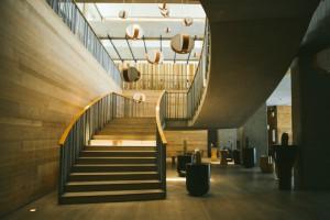 El hotel cuenta con 313 habitaciones, todas con balcón privado y excelentes vistas.