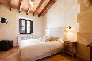 Sobriedad en las tres únicas habitaciones del hotel y restaurante Daica