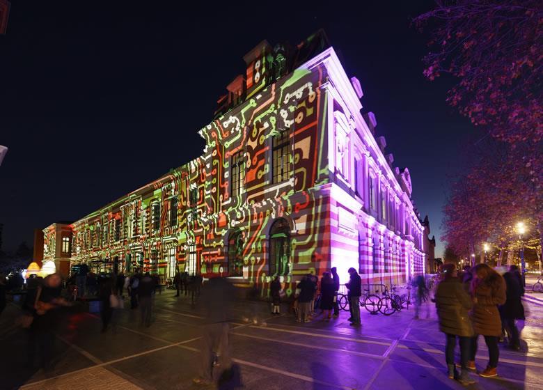 Lumières sur le Quai: iluminación de la fachada del centro Quai des Savoirs. Foto: P.Nin.