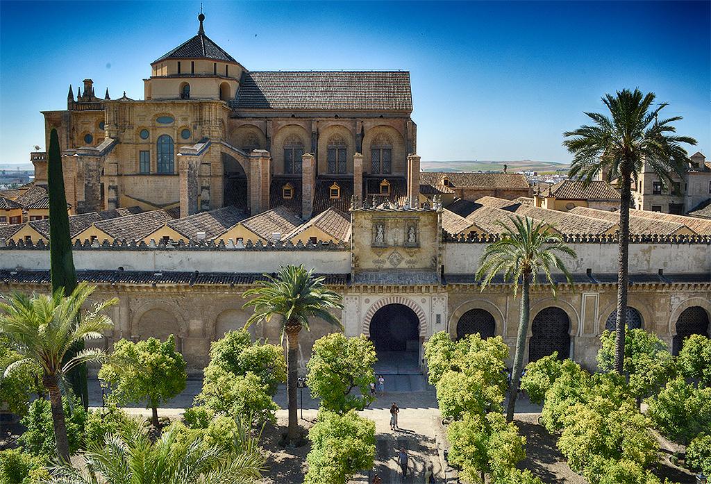 Vista de la Mezquita-Catedral desde la torre Córdoba en otoño