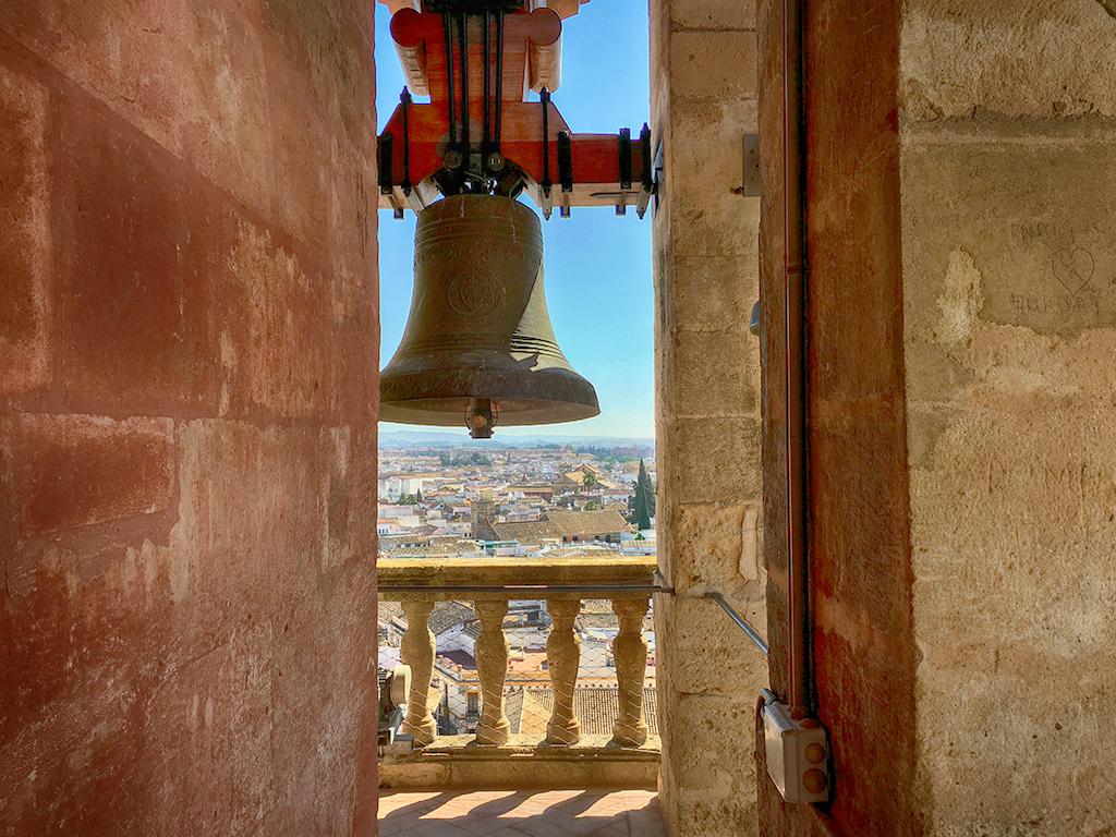 Torre-campanario de la Mezquita-Catedral Córdoba en Otoño