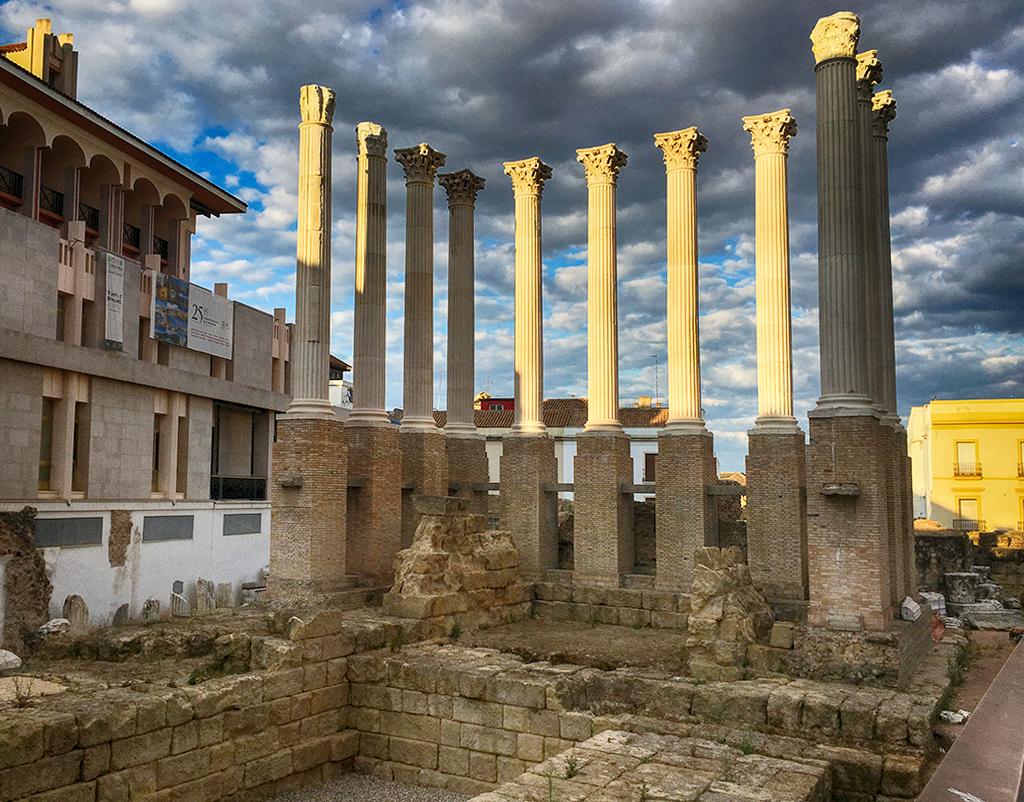 Templo romano Córdoba en Otoño