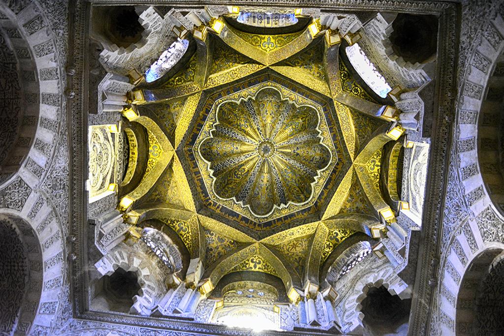 Bóveda del mihrab de la Mezquita Córdoba en Otoño