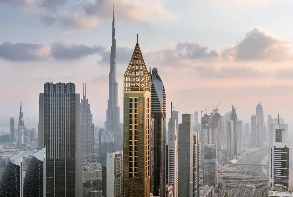 Solo por un piso más que el siguiente en la lista es el número uno en cuanto a hoteles más altos del mundo.