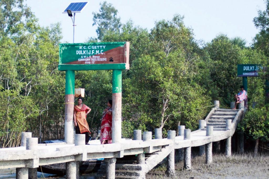Pequeño embarcadero que da acceso a la Reserva Protegida del tigre de Bengala.