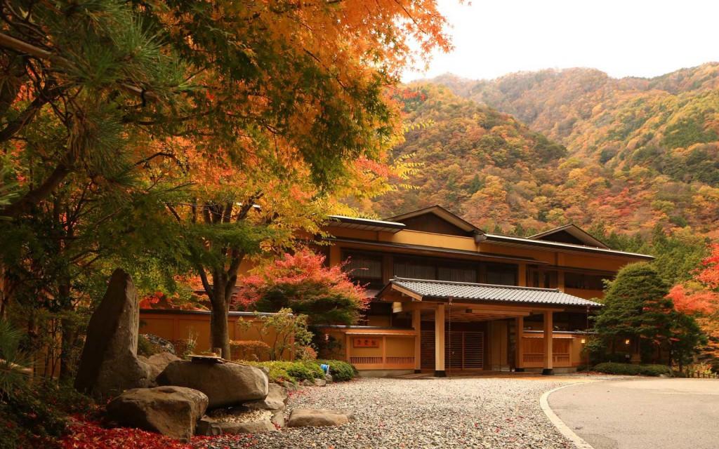 El Libro Guinness de los Récords certifica que este hotel en el sur de los Alpes japoneses tiene el récord mundial de ser el más antiguo del mundo.