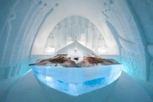 Incluyen camas exclusivas Carpe Diem con sacos de dormir térmicos y mantas de piel de reno.