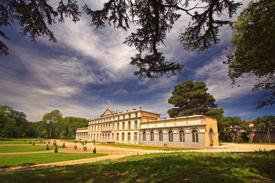 Este edificio que pertenece a la misma familia desde su edificación por el tesorero real del Languedoc, es uno de los más bellos del renacimiento de la región. Foto: Château de Pennautier.
