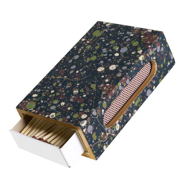 Una funda para darle vida a una simple caja de cerillas.