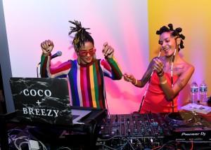 Las DJs Corianna Dotson y Brianna Dotson (Coco y Breezy).