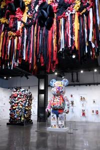 Las piezas de de Tanya Aguiniga, Shinique Smith y DRx Romanelli.
