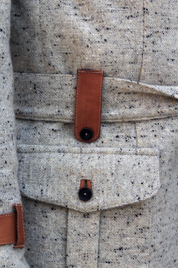 Los pequeños detalles marcan la diferencia para esta firma de sastrería contemporánea. Oatmeal donegal wool bespoke Leisure Jacket.