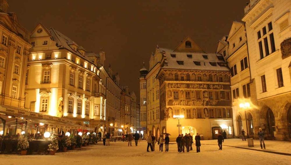 Pasear por las calles de Praga por la noche, pese al frío, es toda una satisfacción.