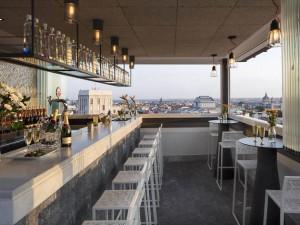 La terraza del hotel Emperador, también en invierno. Perfectamente aclimatada, da la sensación de estar tomando algo al aire libre.