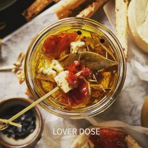 Lover Dose de tofu fermentado y miso en aceite de oliva bio con tomates secos y albahaca. Untuoso y de sabores mediterráneos, fuertes y a la vez, sutiles.