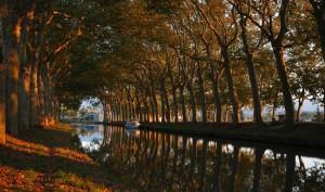 El canal du Midi a su paso por Carcassonne. Foto: © Paul Palau.