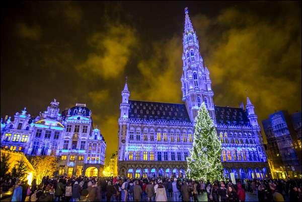 Navidad en Bruselas: la Grand Place y su árbol de navidad.