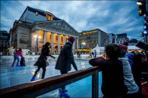 Pista de patinaje en Plaza de la Monnaie en Bruselas.