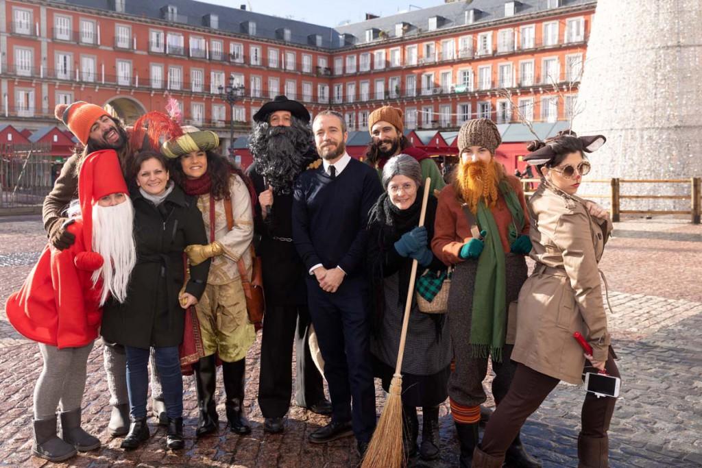 La delegación europea de la Navidad junto a un TCP de Iberia Express en La Plaza Mayor.
