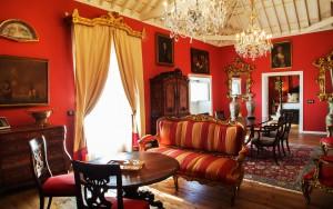 Nada menos que 1.300 obras de arte de gran valor se hallan repartidas por las dependencias del hotel.