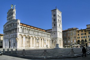 """Por templos como éste, la Iglesia de San Miguel en Foro, es por lo que es conocida como """"la ciudad de las 100 torres y las 100 iglesias""""."""