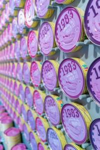 Las latas, las hay de 80 colores.