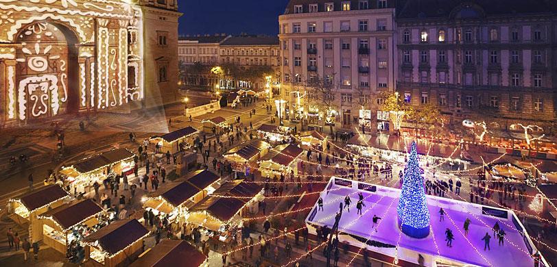 Por la noche sobre la fachada de la Basílica de San Esteban se realiza un espectáculo lumínico.