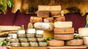 En España nos encanta el queso. Con una amplia variedad de ellos,  contamos con 25 denominaciones de origen.