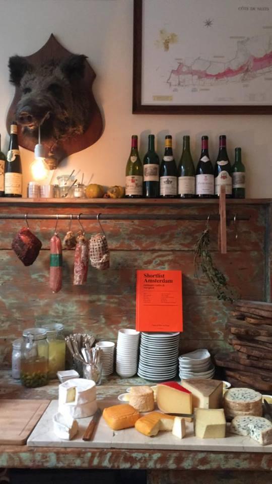 La carta de vinos de Café de Klepel tiene más de 300 referencias diferentes, muchos franceses.