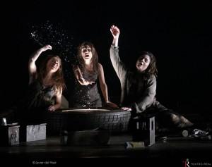 Claudia Huckle (Flosshilde), Isabella Gaudí (Woglinde) y Maria Miró (Wellgunde), las hijas del Rin.
