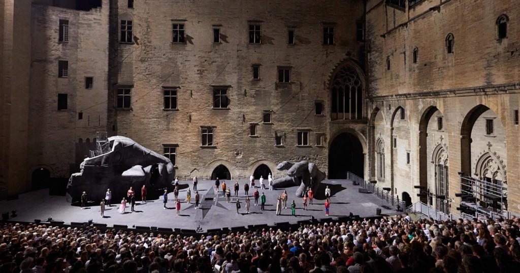 El palacio de los Papas se convierte en un gran escenario teatral durante el Festival d'Avignon, celebrado cada mes de julio.