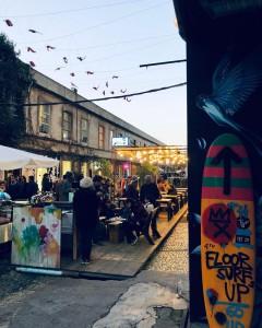 LX Factory es un mercadillo emplazado en una antigua fábrica de Lisboa.