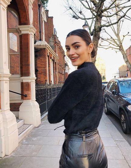 La blogger e instagrammer enseña sus looks paseando por Londres.