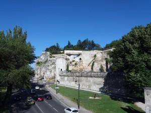 Las murallas datan del siglo XIV.