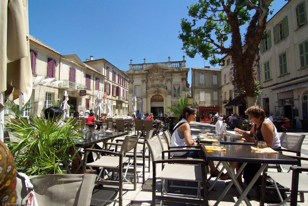 El edificio de Galerie Ducastel preside la agradable Place Crillon. Foto: © Avignon Tourisme - C. Rodde.