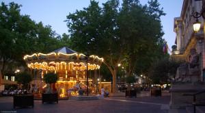 Un tiovivo estilo Belle Époque presume en la Place de l'Horloge, el corazón de la ciudad.