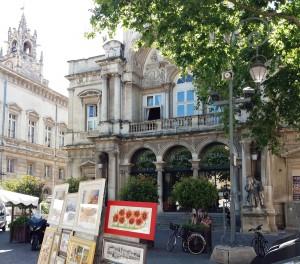 El teatro de la ópera, L'Opéra Grand Avignon, se encuentra en la plaza central de la urbe, Place de l'Horloge.