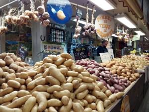 Puesto en Les Halles especializado en patatas.