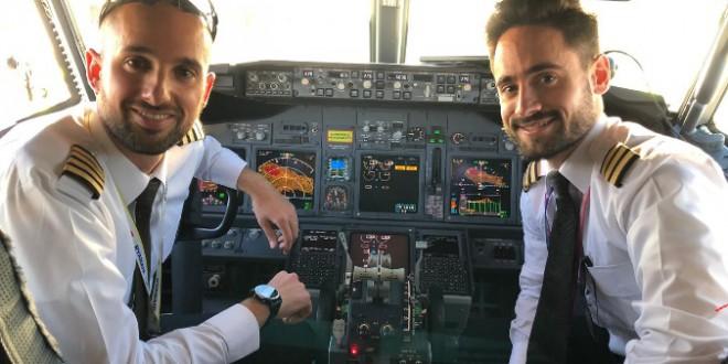 De izquierda a derecha: Pablo Pérez – Cuadrado (Comandante del vuelo) y Carlos Soriano (Primer Oficial del vuelo), ambos de Murcia.